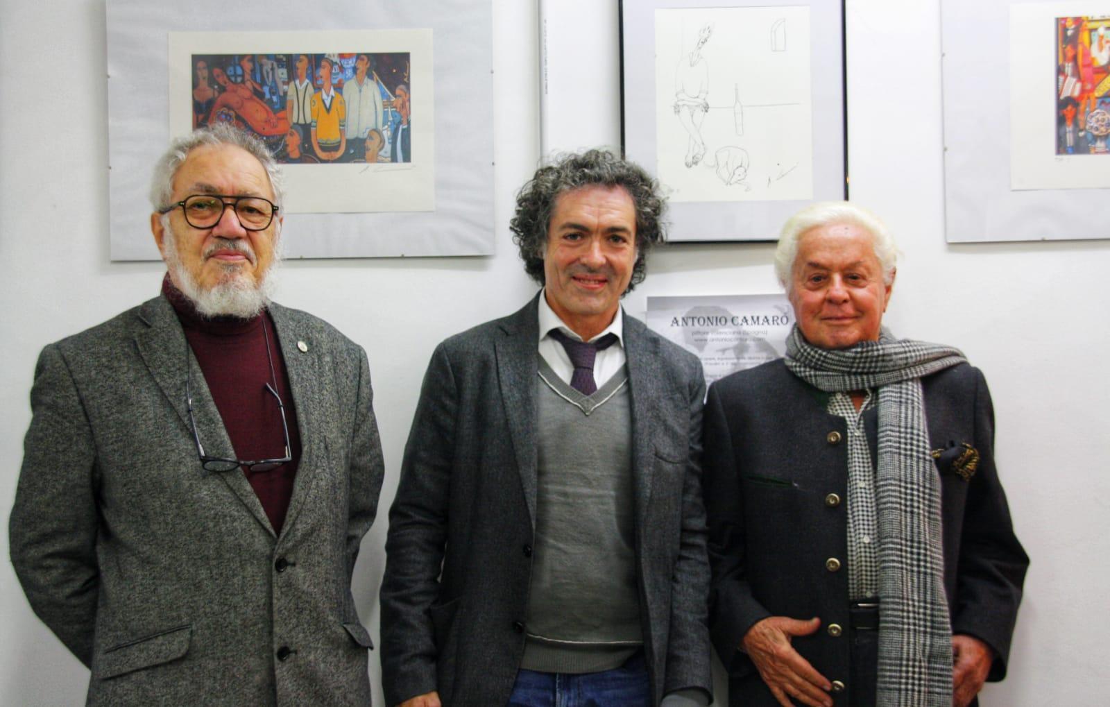 Antonio Camaró junto a Roman Reyes rector de la universidad Europea Emui y Roberto Capucci modisto y diseñador de las películas de Pasolini.