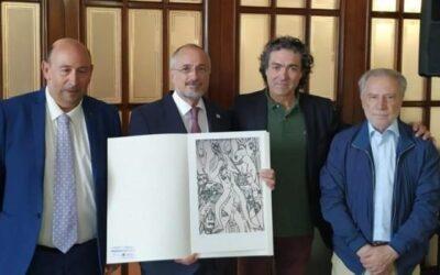El pintor Antonio Camaró entrega un cuadro de los españoles presos en Mauthausen al embajador de Israel