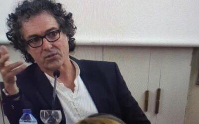 """El pintor e intelectual Antonio Camaró defiende """"el compromiso social y ético"""" de los artistas en un acto en la UIMP"""