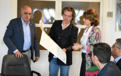 Entrega de litografías del pintor Antonio Camaró en los actos de Homenaje a las víctimas del nazismo