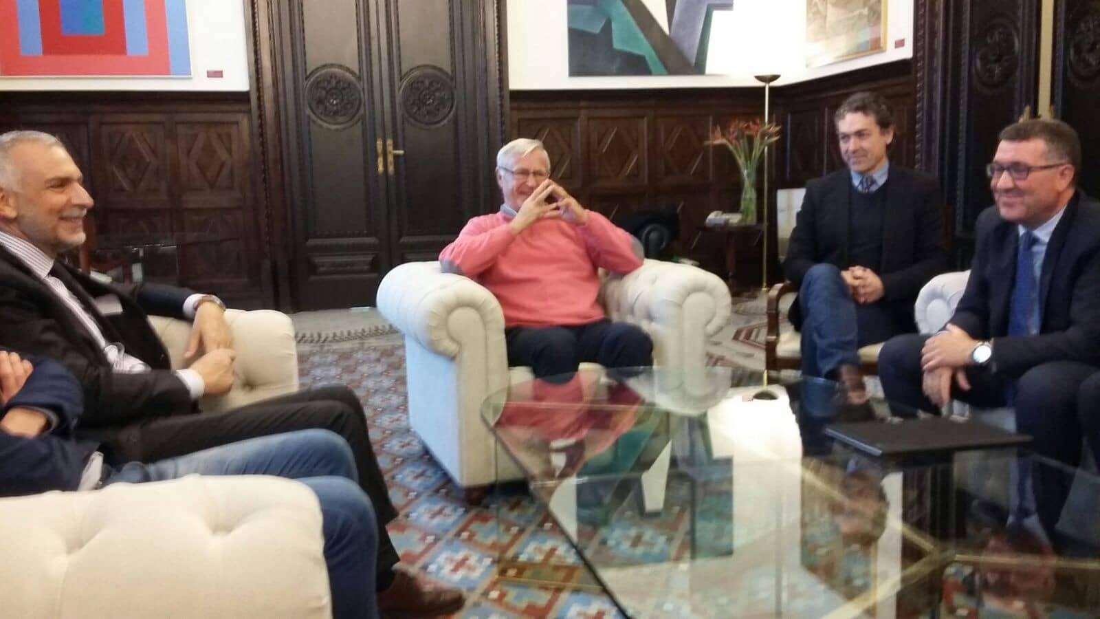 L' homme postmoderne , junto al Alcalde de Valencia y el embajador de Italia en un camino de encuentros y cerrar heridas.