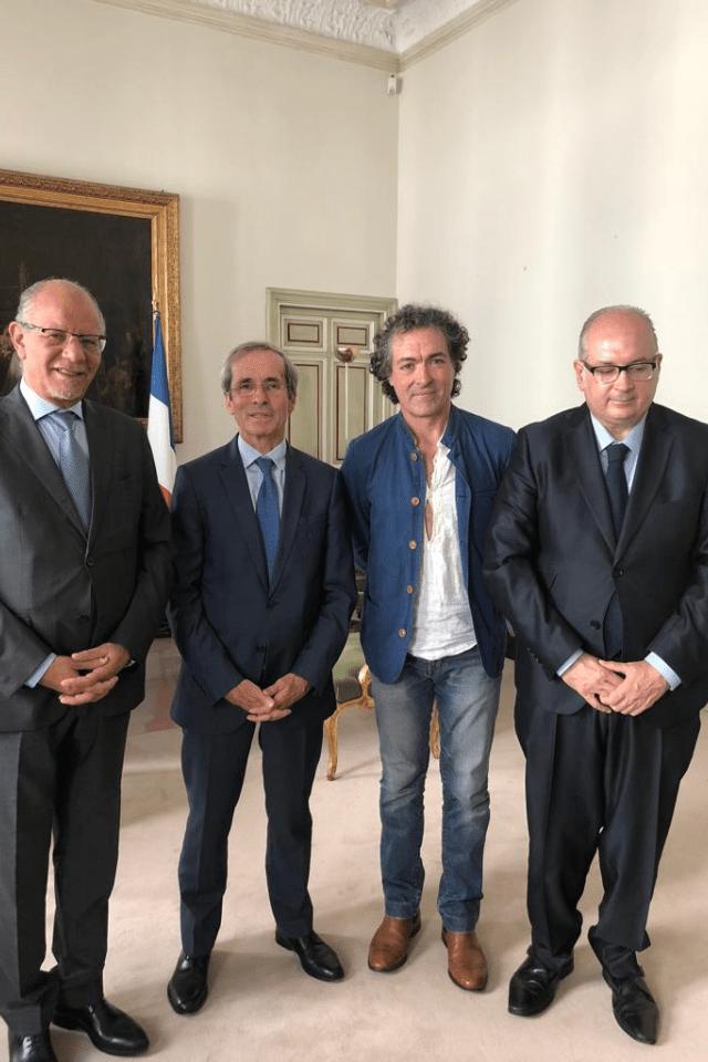 L' homme postmoderne elegido ICONO del 50 Aniversario del mayo del 68, Camaró junto al embajador de Francia Yves Saint-Geours, con el presentador de TVE Bouziane Ahmed Khodja y el periodista y Dircom Vicente Lafora.