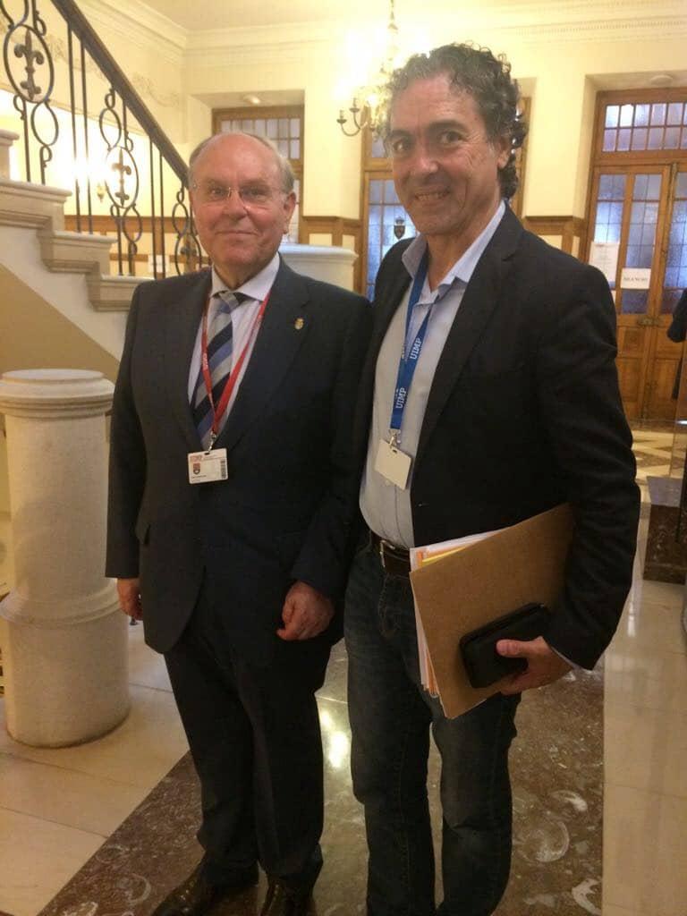 En la conferencia L' homme postmoderne en la UIMP palacio de la Magdalena, Camaró junto a César Nombela presidió el Consejo Superior de Investigaciones Científicas y rector de la UIMP.