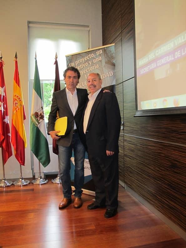 Antonio Camaró junto al presidente del Círculo Intercultural Hispano Árabe en la sala de los embajadores de la Casa Árabe de Madrid.